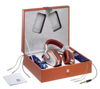 隨耳筒附齊全配件,並有精美包裝盒。