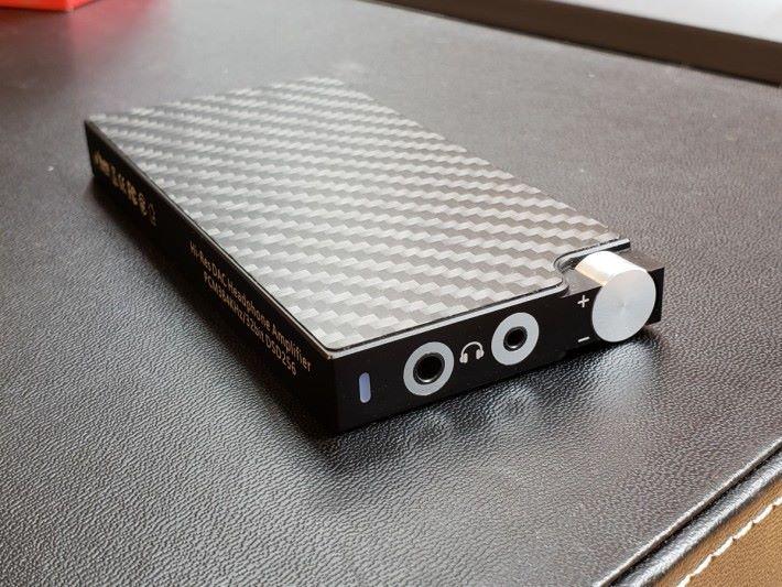 Panther 隨身解碼耳擴備 3.5mm 及 2.5mm 平衡耳機輸出。