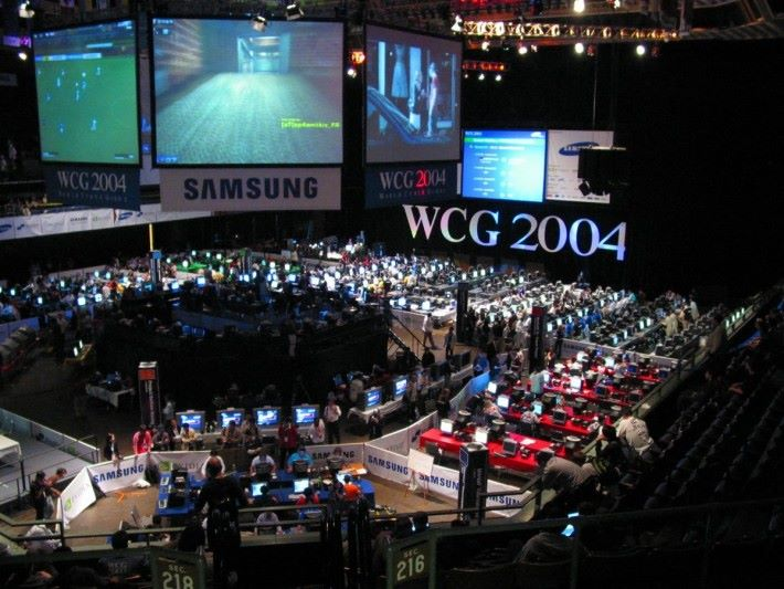 2004 年於加州舉辦的WCG 2004 ,可見到多項比賽同時進行。