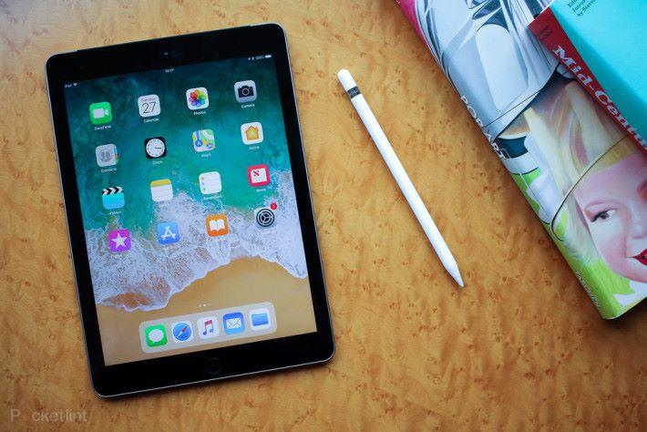 iPad (2018) 支援第一代 Apple Pencil,其實功能已經接近 iPad Pro