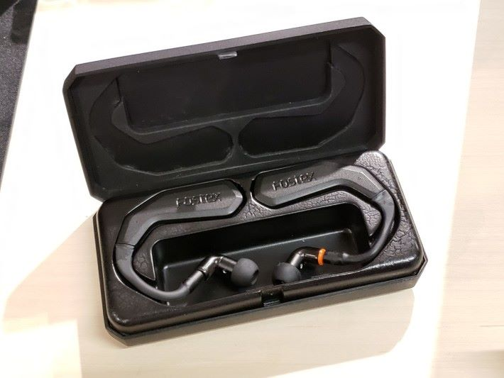 TM-2 是款掛耳式真.藍牙耳機,可玩 True Wireless Stereo Plus 又備 IPX5 防水功能。
