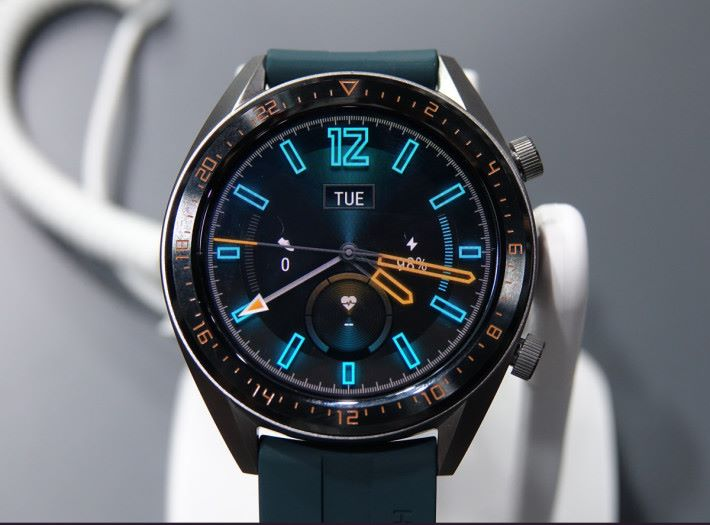 Watch GT 46mm 新增錶帶顏色之餘,也加入 Triathlon Mode 三項鐵人模式。