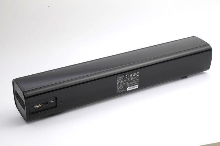 機背異常簡潔,實體輸入其實只有一個 3.5mm。