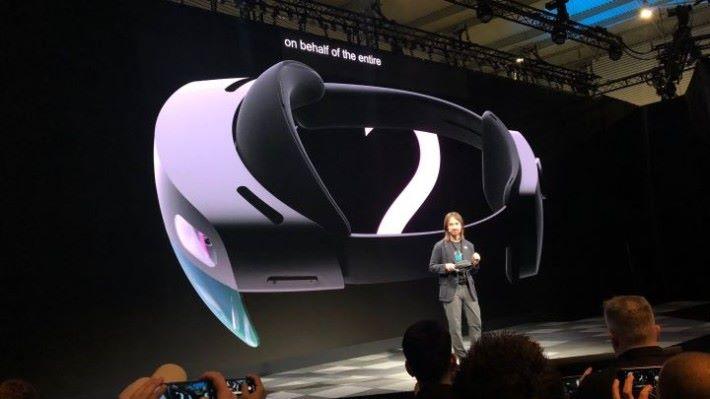 Microsoft 是在今年 2 月正式發表 HoloLens 2 的