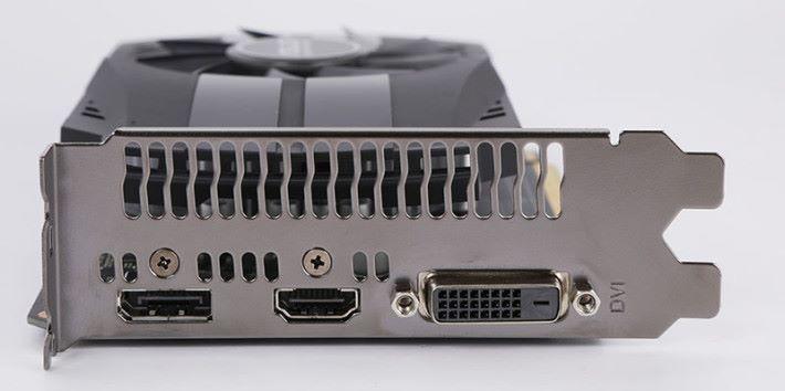顯示輸出包括 DisplayPort 1.4 、 HDMI 2.0b 、 Dual-Link DVI-D