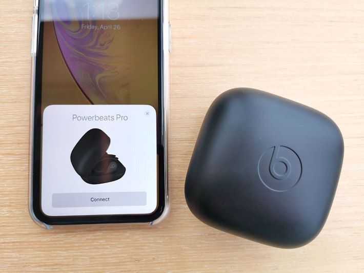 內置 Apple H1 晶片,可跟 iOS 裝置輕鬆配對,但亦兼容 Android 裝置。