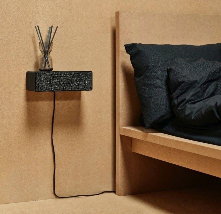 「方形音響」除了方便配襯家居擺設,更可以當作層架使用。