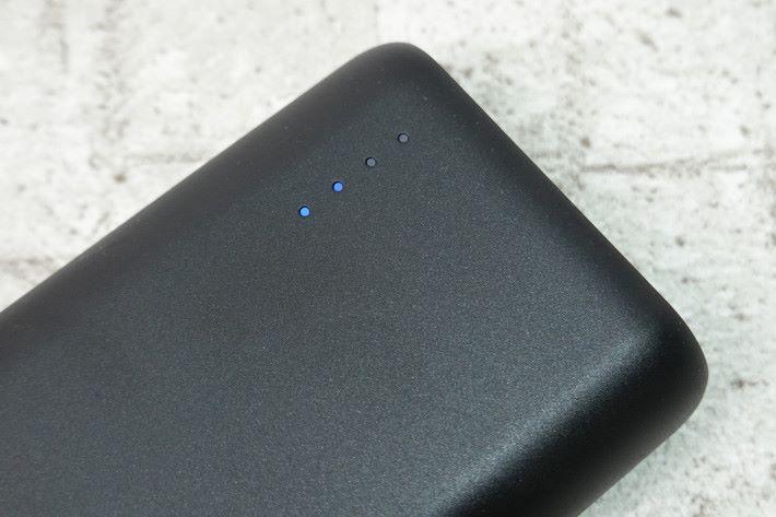 電池上備有用量顯示燈