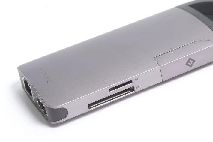 支援microSD及SD卡。
