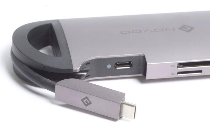 USB Type-C 供電藏於裝置之內。