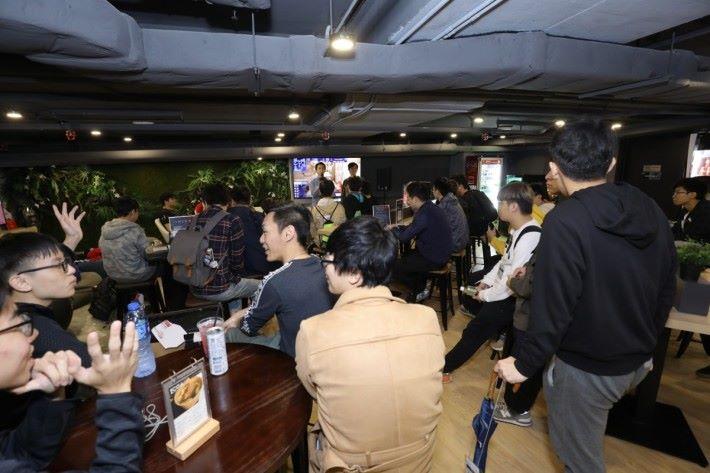 2. 場地需要有足夠的空間以及設備,讓觀眾進行即時觀賽。