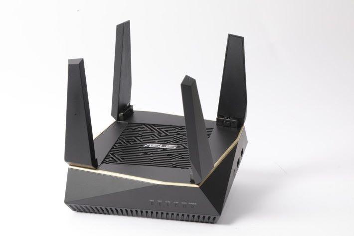 設計像極迷你版的 ASUS 電競 Router。