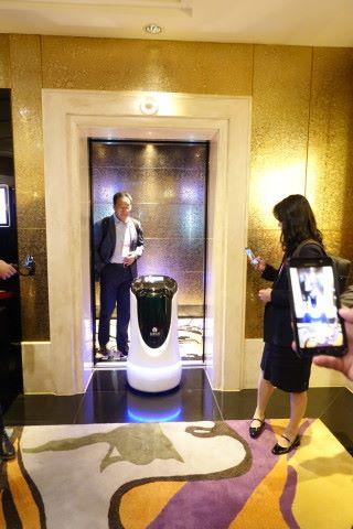 酒店 5G 網絡支援機械人,為住客帶路去目的地。