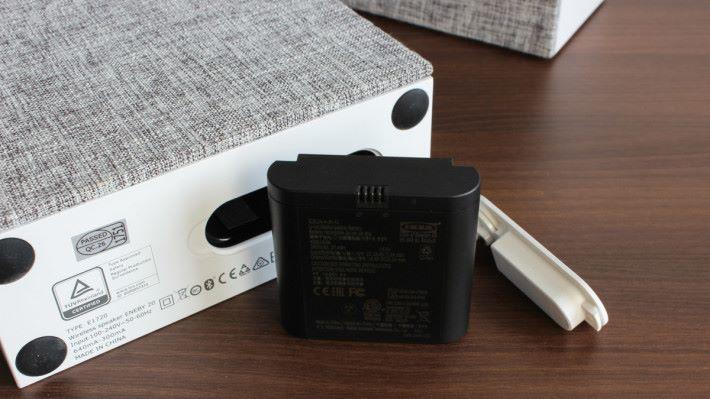 20x20cm 的迷你版,更合配合專用的充電池使用。