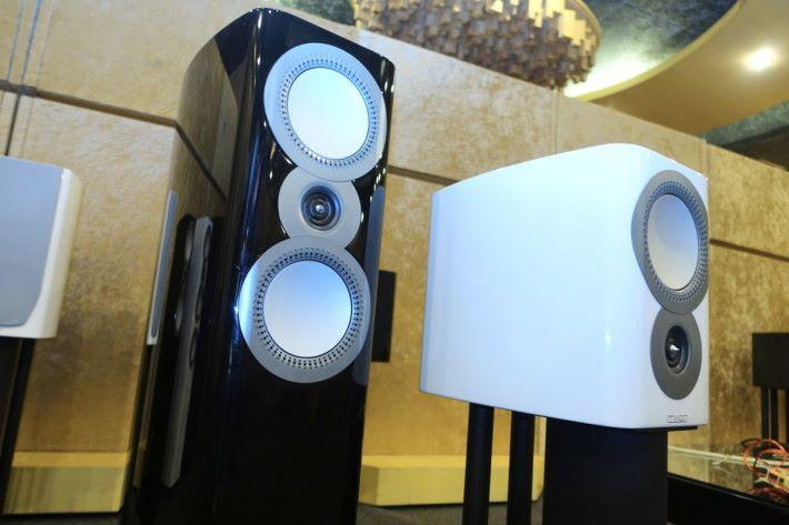 .Mission ZX 系列使用黑白色鋼琴面光面音箱,滿有高級感。