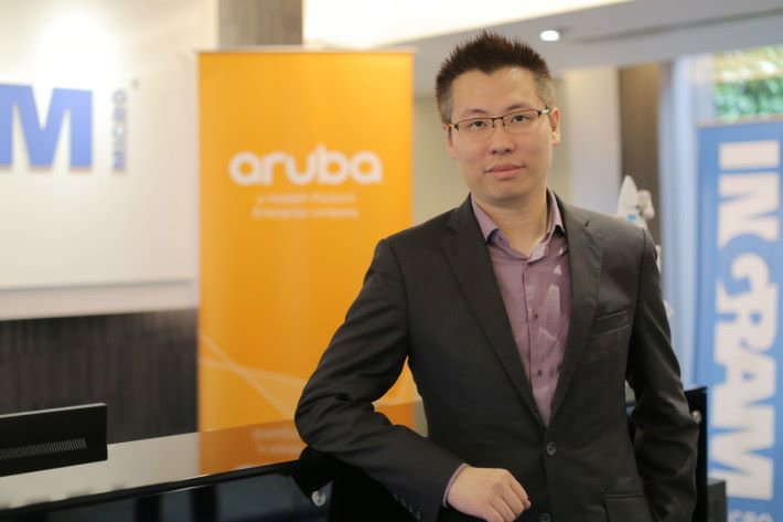 Aruba 的 Vincent Chow指現在的 802.11ac 不能應付未來需求,企業必須要盡早升級至 802.11ax。