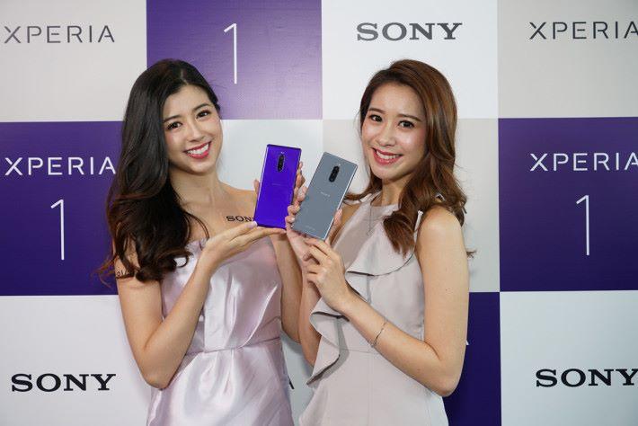 XPERIA 1 具備四種顏色可選擇,霧灰及霞紫相信會多較朋友喜愛。