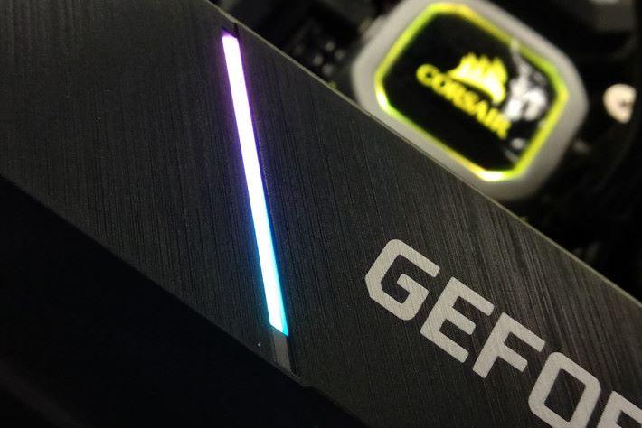 也提供 RGB 燈效。