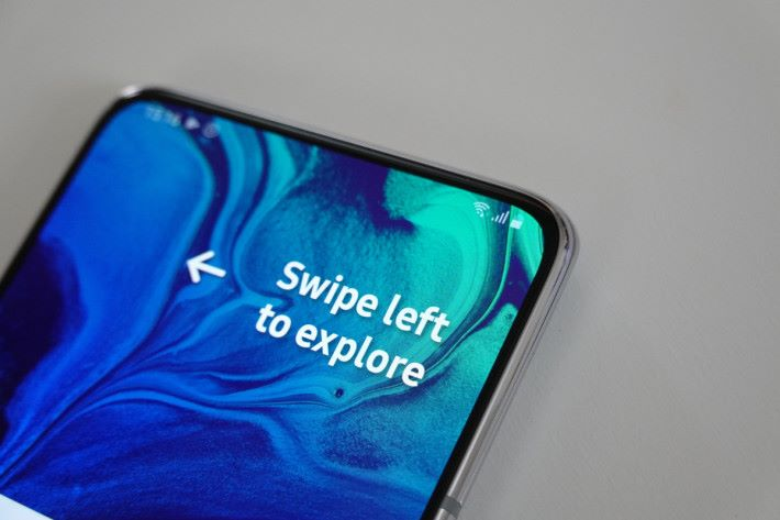 窄邊框設計令 Galaxy A80 擁有極高屏佔比。