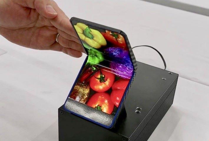 Sharp 發表全新摺疊屏幕手機