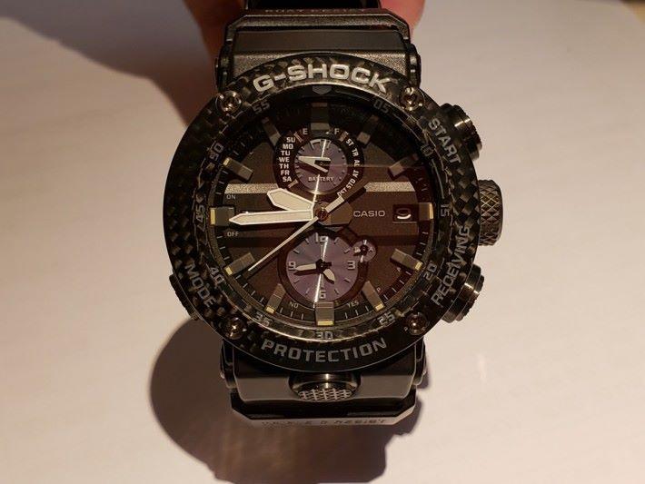 G-Shock 防震手錶 GRAVITYMASTER GWR-B1000 用上碳纖防護結構,只有約 72 克重,是該系列中最輕身的型號。