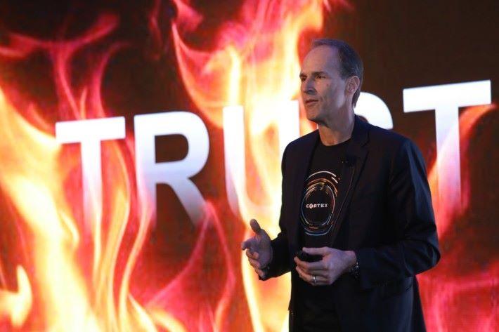 Dave Peranich 表示,企業部署太多網絡安全產品反而成風險,尤其不少數據外洩因錯誤設定。