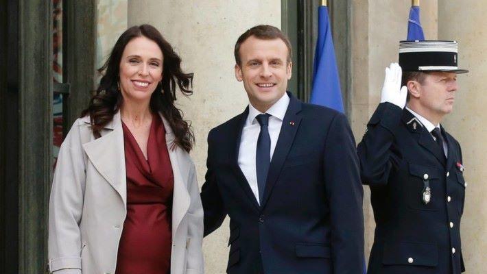 新西蘭總理阿德恩(左)與法國總統馬克龍在法國發表 Christchurch Call 約章,呼籲各國政府與網絡服務供應商聯手對抗恐怖主義及激進內容在網上擴散。