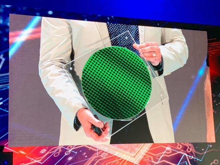第 10 代 Core 處理器的晶圓,採用 10nm 製程。