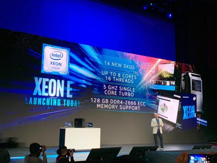 Xeno E 系列 CPU 最高備有 8 核 16 線程、單核心 Turbo 達 5GHz ,支援 128GB DDR4-2666 ECC 記憶體。
