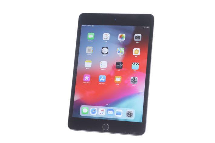 "iPad mini 5 仍用上 7.9"" Retina 屏幕,但支援 P3 寬廣色域及原色調顯示,有著更佳的表現。"