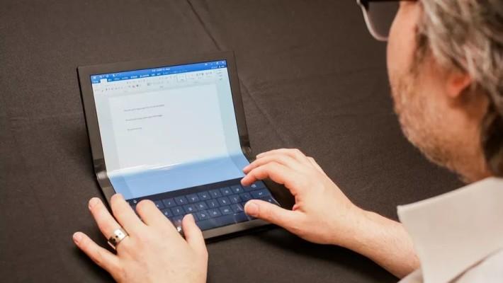 下半屏幕可顯示虛擬鍵盤當筆電使用,或連接藍牙鍵盤以用盡 13.3 吋屏幕。