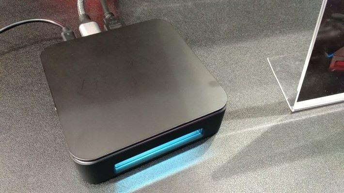 AverMedia GC555 也加入了電競產品普遍會出現的 RGB 燈效。