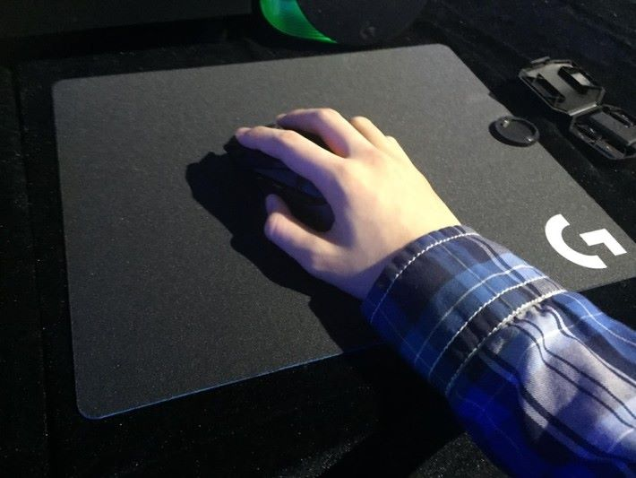 筆者屬手型較細的玩家,初嘗時可以準確揮動位置。