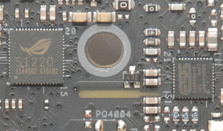 採用 SupremeFX S1220 Codec 及 ESS SABRE9018Q2C DAC/AMP。