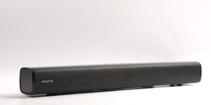Stage Soundbar 採用 2.1 聲道架構,配備超低音音箱(Subwoofer),主機 和Subwoofer 都有 40W 的輸出