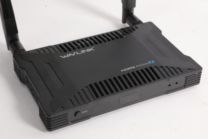 RX 端亦有 FUNC 配對掣,中間的是 IR 接收感應器。