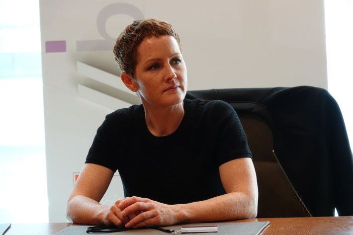 Julia White 稱,HoloLens 2定位商業用戶,相信企業會找到 MR 技術在業務的應用。