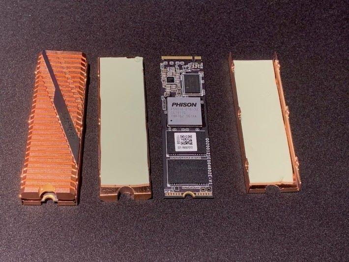 AORUS Gen4 SSD 由正背兩面散熱片等組成