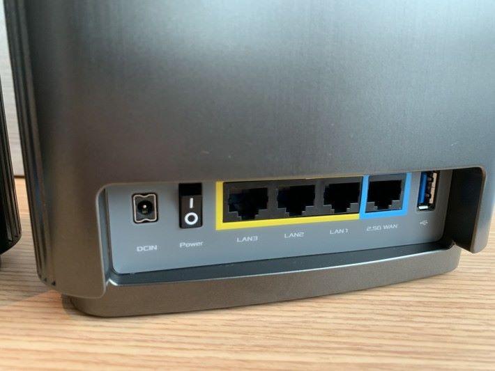 採用 2.5G WAN / LAN 埠。