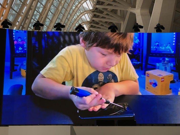 有重力感測自動收鏡也不算最厲害,連小孩的蹂躪也受得住才是強!