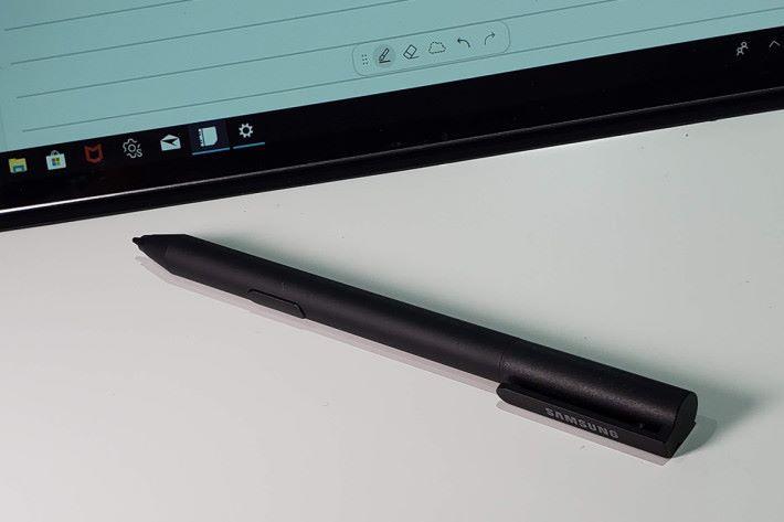利用 Active Pen 以進行各項書寫或繪圖工作。