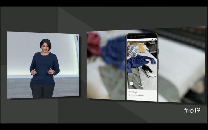 New Balance 率先利用 Google Search 的 AR 支援功能,將產品 3D 圖像化。顧客在選購之前,可以將搜尋到的  3D 波鞋模型與實景的衣服作比對,看看是否襯色。