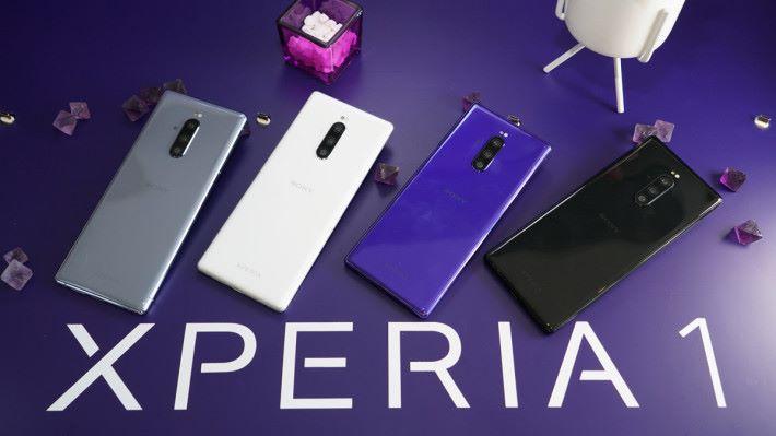 XPERIA 1 具備霧灰、雪白、霞紫及夜黑四種顏色可選擇。