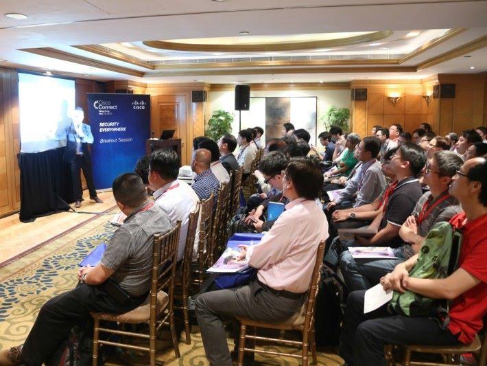 今年 Cisco Connect 除了主題演講,還設有十個多分組會議,讓與會者探討不同技術的特色。