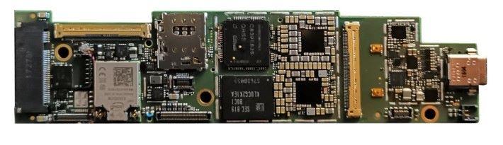 Intel 於 CES 2019 公開過 Lakefield 主機板,十分輕巧。
