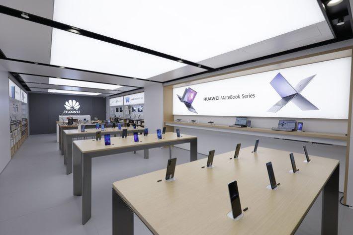 華為體驗店一站式展示最新款的 HUAWEI 智能終端。