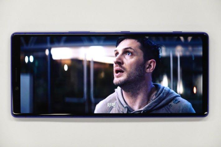 部份Netflix影片如《毒魔》,可用盡21:9屏幕,有著戲院般的感賞體驗。