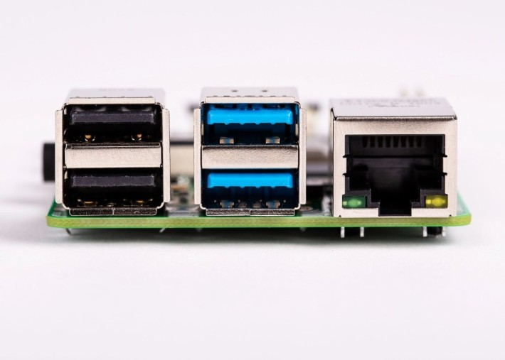 其中兩個 USB 升級至 USB 3.0 ,總頻寬達 4Gbps 。
