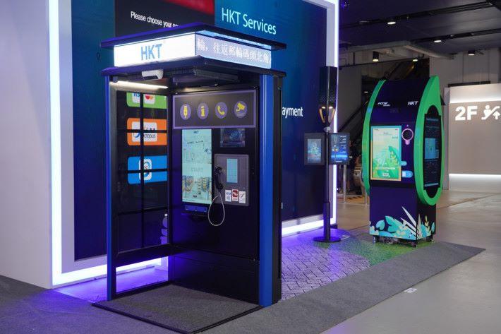 智能電話亭,街上現有的大量電話亭遭棄置,看看如換上新的智能電話亭又能否吸引市民使用。
