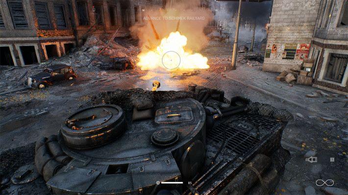於《Battlefield V》中測試 Ray Tracing,可見坦克車的火光能反射於牆身及金 屬上。